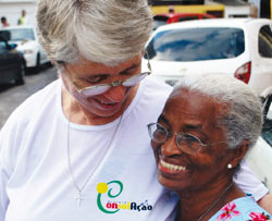 Brazil Sheila Campbell with a woman