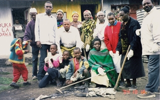 kenya_mukuru_youth_clean-up