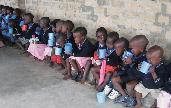 uganda_students_lunch